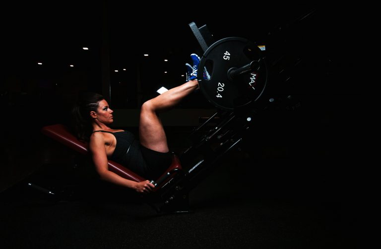 girl-leg-press-sport