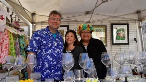 Vendée Va'a : Caroline Tang rend visite aux exposants du village polynésien